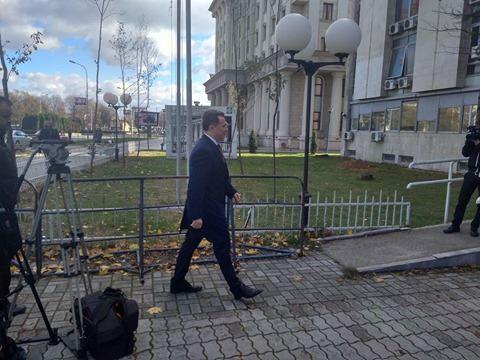 Заев и Груевски се разминаа во судот, Груевски остана дава исказ во судница