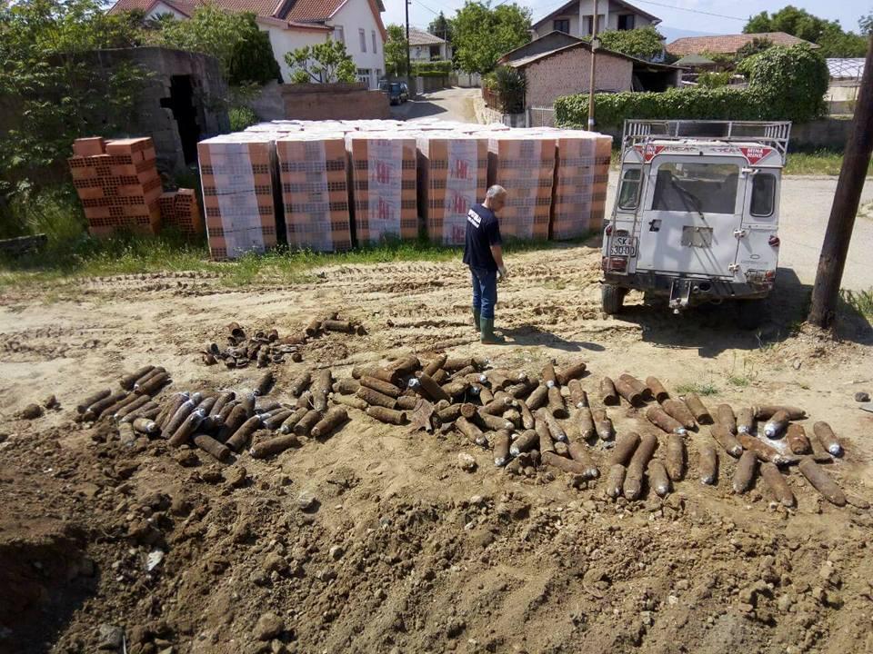 ФОТО : Најдени 193 стари артилериски гранати во с. Богородица