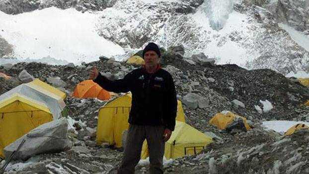 Украдени боци со кислород кобно за починатиот планинар д-р Петков на Монт Еверест