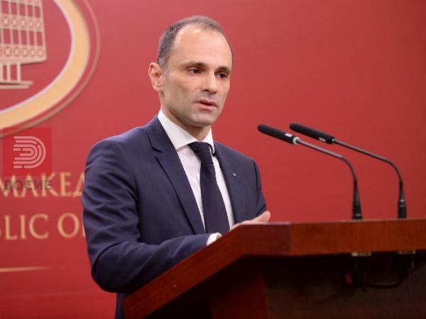 Министерот Филипче по тепањето на медицинска сестра најави поголемо обзебедување од МВР на Клинички
