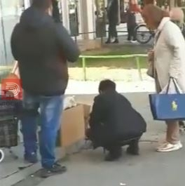 Избркана бабичка од Партизанска која продава канче малини да преживее
