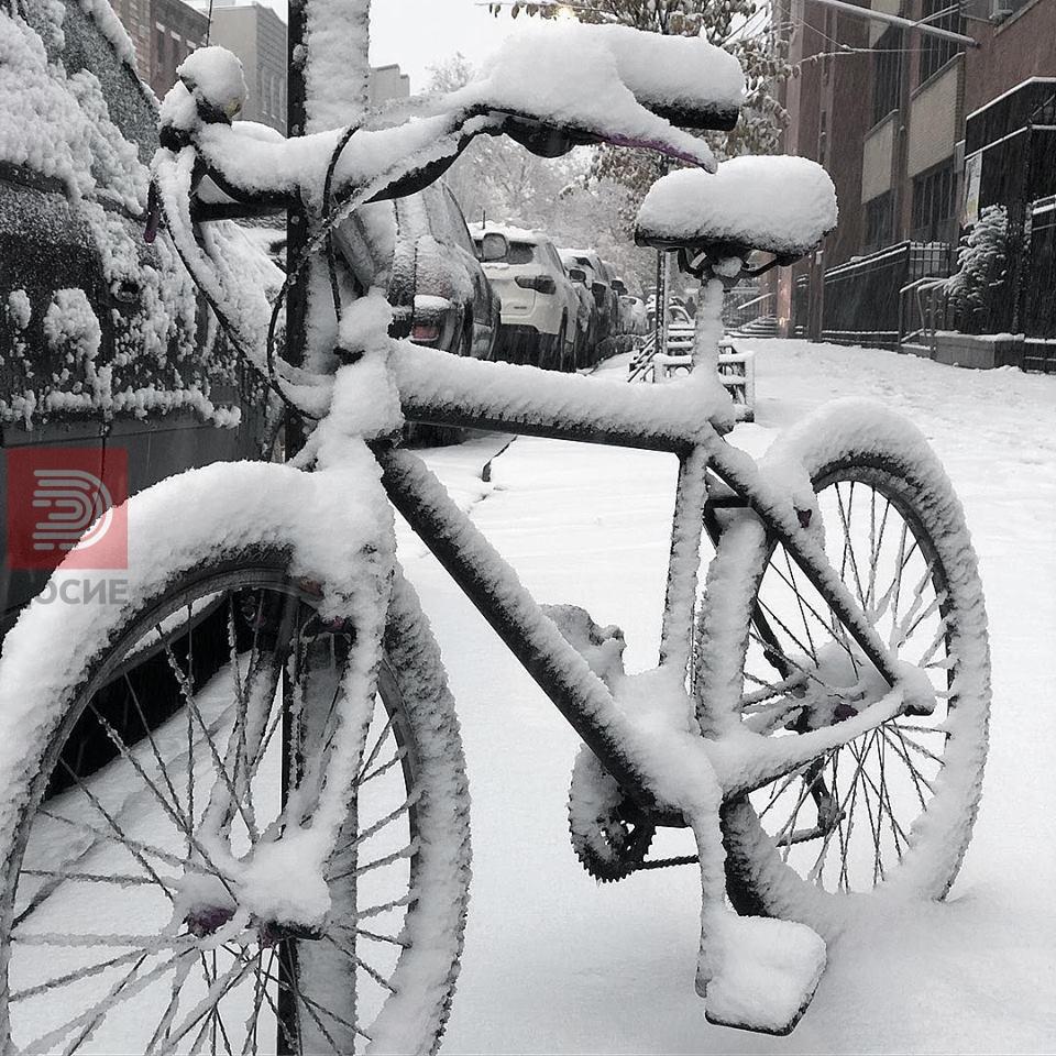 ФОТО : Њујорк затрупан со снег , кај нас провеја на Шапка