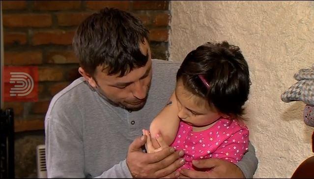 ВИДЕО : Татко и ќерка на работ на преживување
