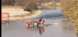 ВИДЕО: Со трактор фрла ѓубре в река