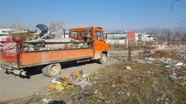 Дива депонија во Ѓорче , собрани 3 камиони ѓубре