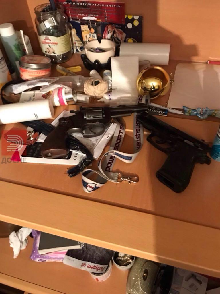 Приведени дилери на хероин кокаин хашиш, најдено и оружје