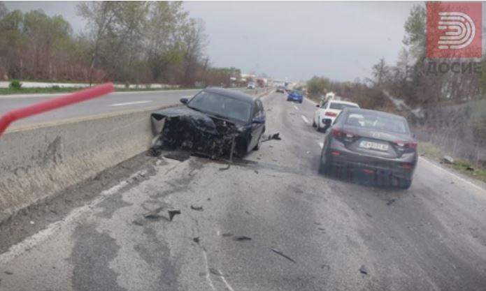 Возило смачкано, неколку повредени