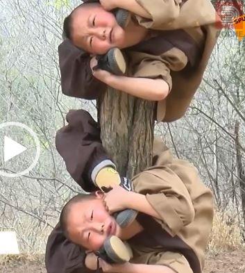 ВИДЕО : Деца тренираат боречки бештини во познатиот манастир Шаолин