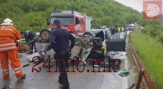 """Пожарникарите се обидуваат да го извадат возачот на """"Сузукито"""""""