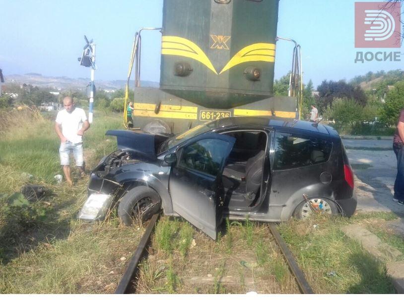 Воз удри во автомобил кај Кондово