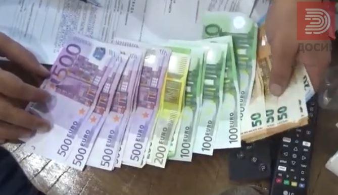 ВИДЕО: Приведен германски државјанин што германската полиција го бара за набавка на 700 килограми кокаин