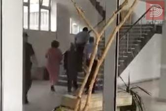 Видео: Јанева со лисици на рацете донесена кај Русковска