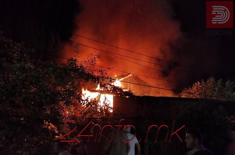 Видео: Гори куќа во Бутел, ЕВН исклучува струја низ цела населба