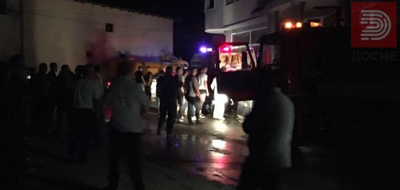 Двајца повредени пожарникари во пожарот во гостиварко