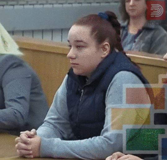 ФОТО: Девојката на Пино неспремна за судење, мајката бесна – процесот одложен