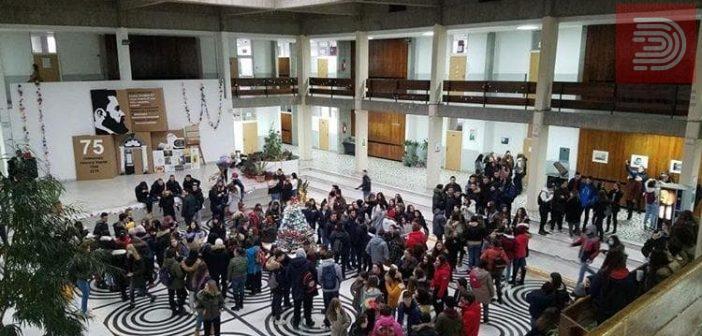 [Фото] Средношколци во Скопје бојкотираат – Сакаме чист воздух, а ни пишуваат неоправдани!