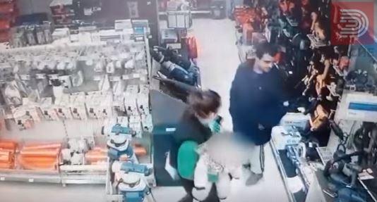Видео: Маж и жена со бебе,крадат во Меркур во Скопје