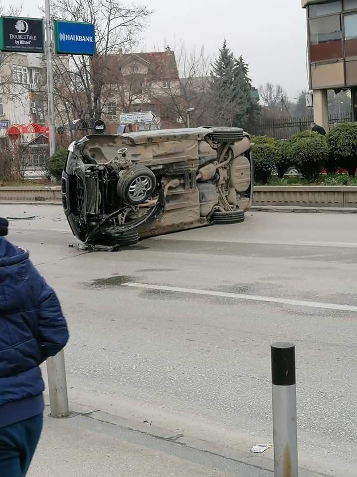 Фото: Се преврте бмв кај Народна банка