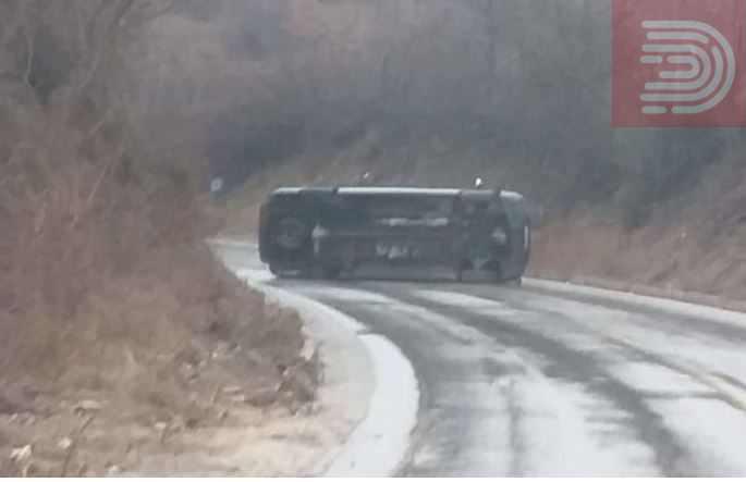 Блокиран сообраќајот Кавадарци Прилеп – се преврте комбе