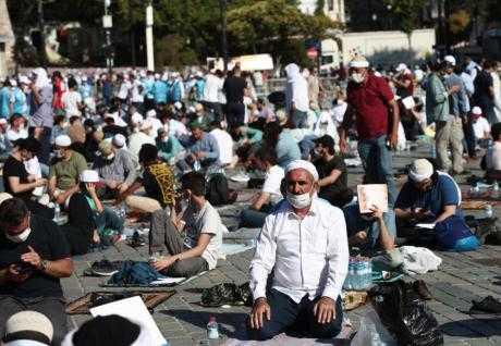Аја Софија – 20.000 полицајци ја обезбедуваат првата молитва откако се преименува во џамија- се очекува и Ердоган (ВИДЕО)