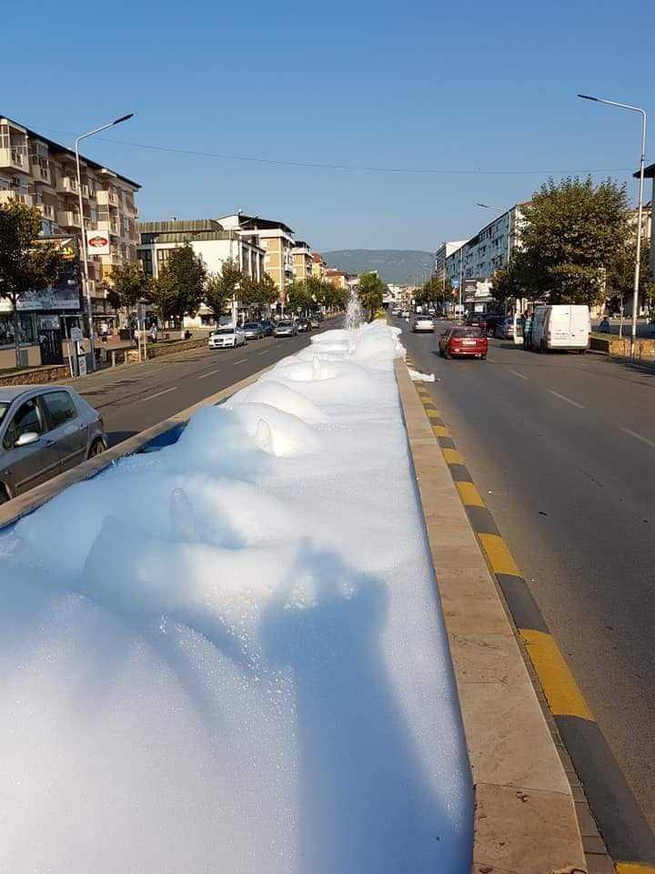 Наместо вода, фонтаните во Струмица испуштаат пена