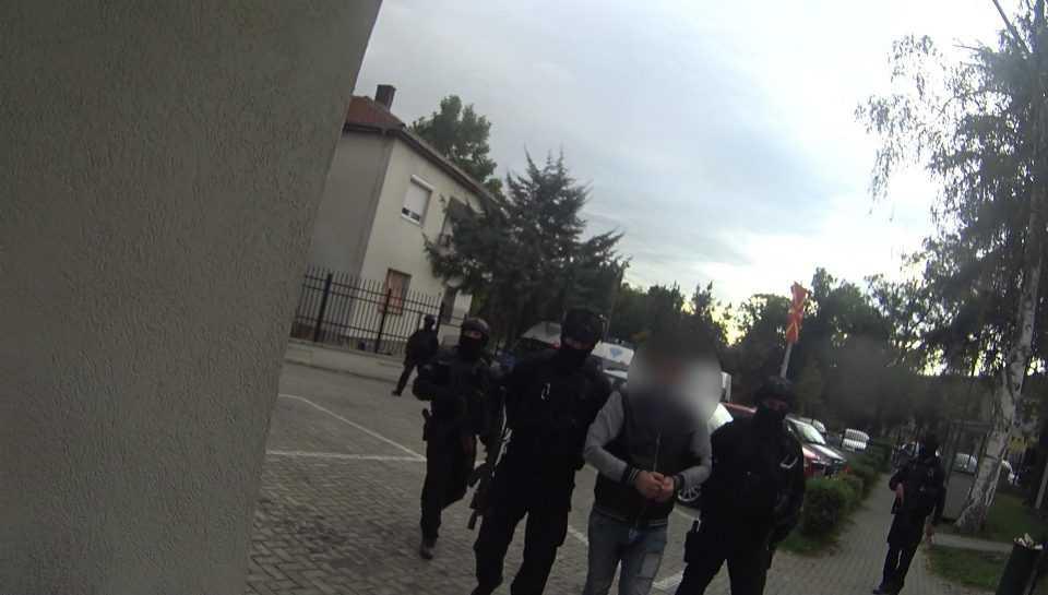 Уапсена десетчлена група осомничена за криумчарење мигранти