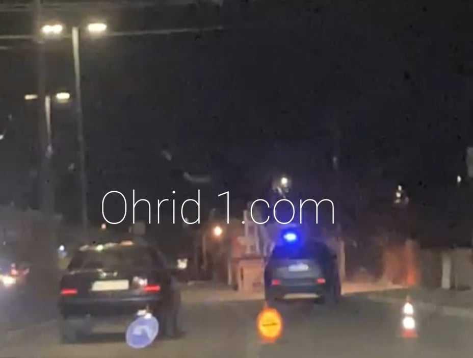 Фото: Братчиња од Охрид се борат за живот откако биле прегазени од автомобил додека оделе на тротоар