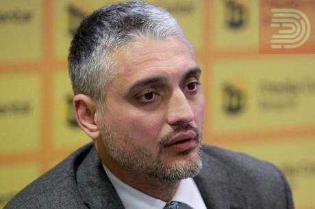 Чедо Јовановиќ во тешка состојба: Лекарите не можат да утврдат од што има силни болки