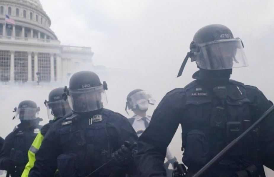 Петта жртва: Полицаец им подлегна на повредите по немирите во американскиот Конгрес