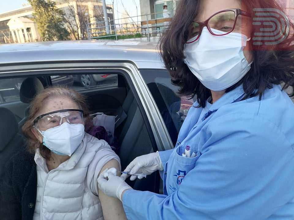 (Фото) Актерката Милица Стојанова се вакцинираше: Не сакам да гледам уште една војна со невидливото