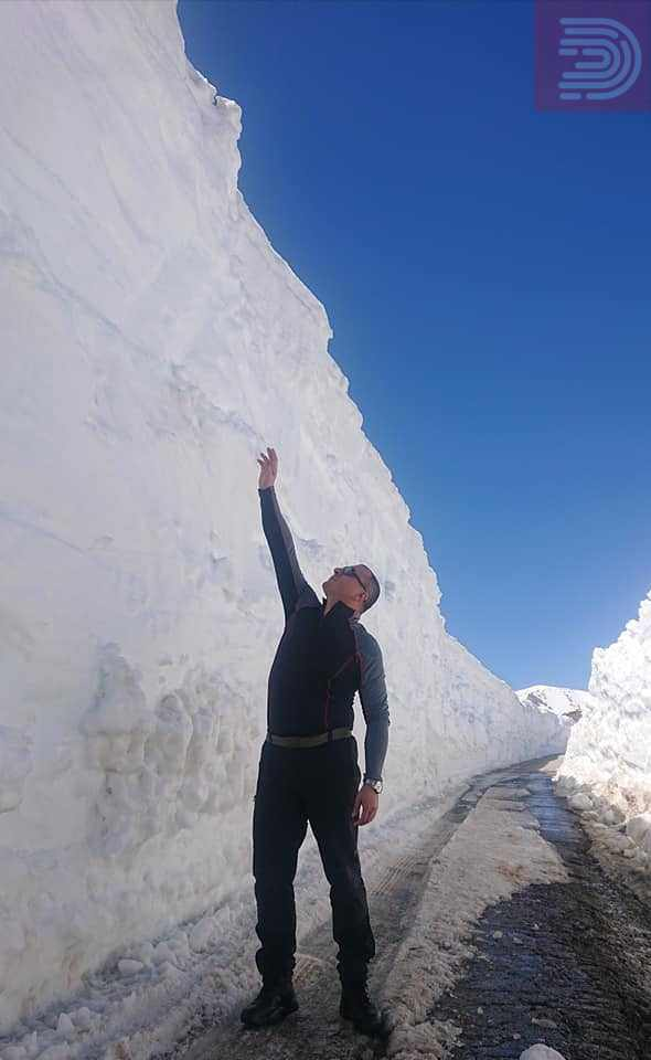 Стојанче Ангелов одел пеш 16 километри и низ снег до Галичнкк за да им помогне на двајца старци