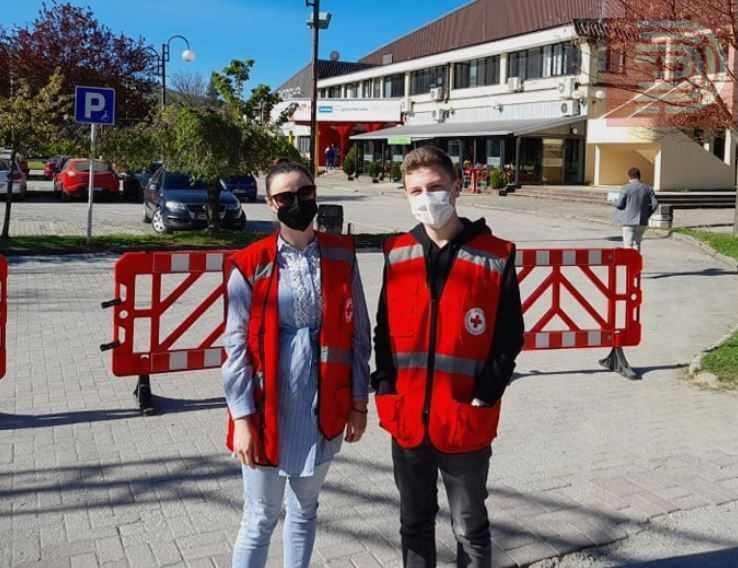 """Волонтерите на Црвен Крст избркани од салата """"Билјанини извори"""" каде се спроведува вакцинацијата"""